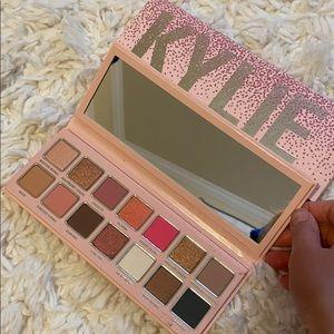 Kylie Jenner Eye Shadow Palette ✨💗
